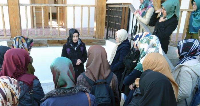 Ensar Vakfı Kızları Osmaneli'yi gezdiler