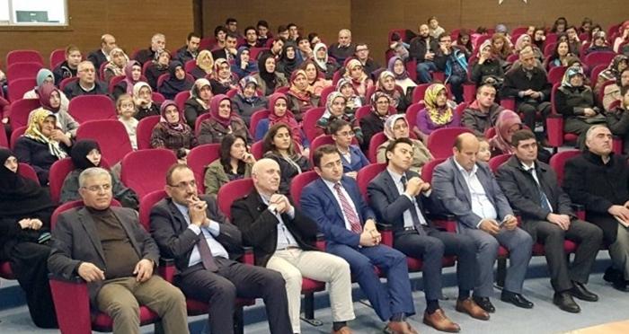 Ensar Vakfı Borçka Şubesi'nden anne ve babalara 'Rehberlik' konferansı