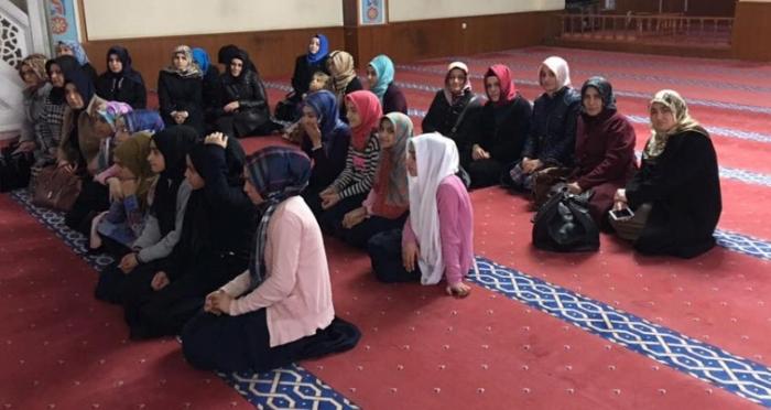 Ensar Vakfı Ümraniye Şubesi'nin organizasyonu ile 'Anne Kız Camii Buluşmaları' devam ediyor