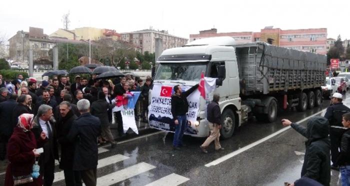 Ensar Vakfı Lapseki Şubesi'nden Bayırbucak Türkmenlerine 26 ton un yardımı