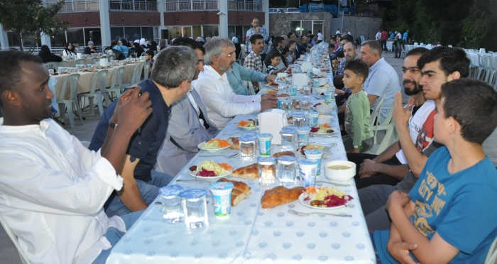 Pendik Ensar Vakfı'ndan Suriyelilere iftar