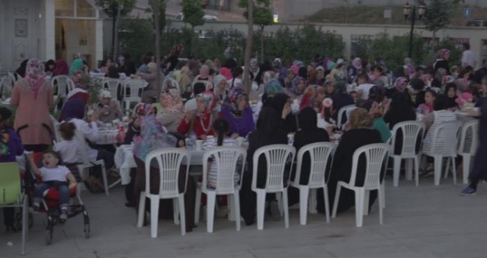 """Ataşehir İmam Hatip Okulları Derneği ve Ensar Vakfı Ataşehir'den """"Kadınlar İftarı"""""""