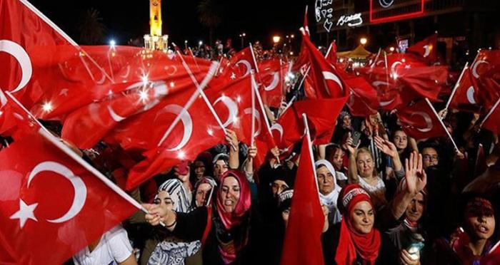 Erciş'te mehteranlı demokrasi nöbeti