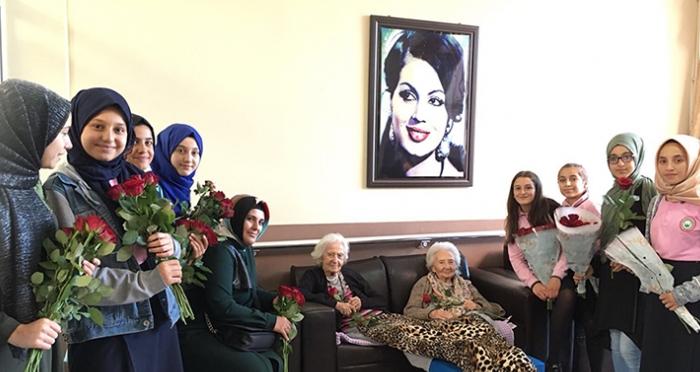 Ensar Vakfı Ümraniye Şubesi Kayışdağı Darülaceze Yaşlı Bakımı ve Huzurevi'ni Ziyaret Etti
