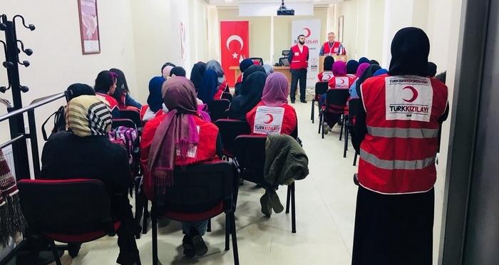 Ensar Vakfı Ümraniye Şubesi'nden Türk Kızılay'ına Ziyaret