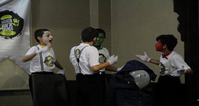 İşitme Engelli Çocuklar, Suriyeli Çocukların Yüzünü 'Pandomim'le Güldürdü