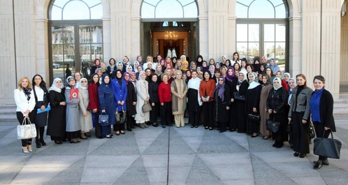Emine Erdoğan, STK'ların kadın temsilcileriyle bir araya geldi