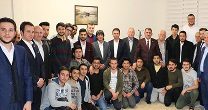 """Ensar Vakfı'nda öğrencilerle sohbet eden Ak Parti Samsun Milletvekili Köktaş: """"Milletimizden güçlü bir destek istiyoruz"""""""