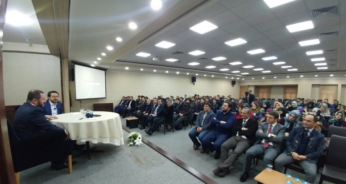 Anadolu Ajansı Genel Müdürü Şenol Kazancı, Genç Ensar'da üniversitelilerle buluştu