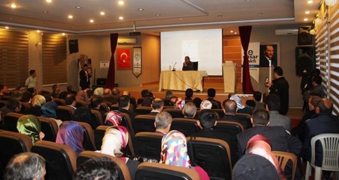 Yusufeli Belediyesi ve Ensar Vakfı Artvin Şubesinin organizasyonu ile  Mustafa Armağan'dan 'Abdülhamid'in Direnişi Yeni Türkiye'nin Dirilişi' programı