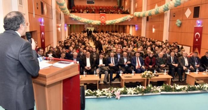 Gümüşhane'de 'Yeni Türkiye Yolunda Cumhurbaşkanlığı Sistemi' başlıklı konferans düzenledi