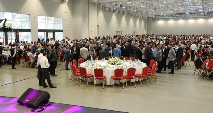 Ensar Vakfı 30.Geleneksel İftar Yemeği İBB Avrasya Gösteri Sanatları Merkezinde 3.000 kişinin katılımı ile yapıldı.