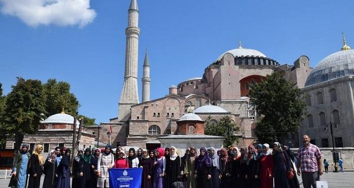 Ensar Vakfı Hanımlar Komisyonu Konya Şubesi başarılı öğrencileri ile İstanbul'daydı