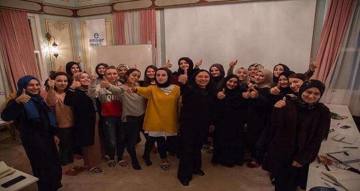 Ensar Vakfı Psikolojik Danışmanlık ve Rehberlik Birimi Beden Dili Eğitimi Verdi