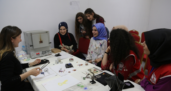 İstanbul Gençlik Festivali'nde Fatma Nur Bayraktar ile Takı Atölyesi