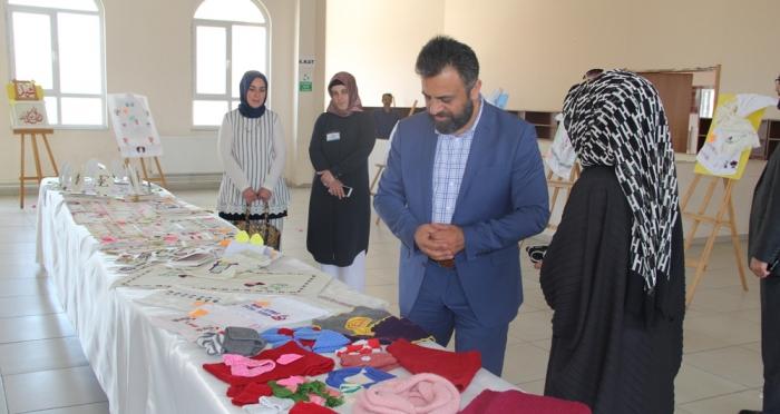 Ensar Vakfı Ümraniye Şubesi'nin Organizasyonuyla Gençlik Buluşması ve Sergi Açılışı Yapıldı
