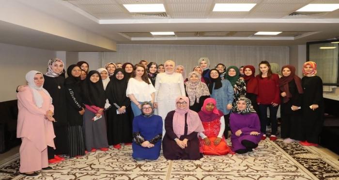 Aile ve Sosyal Politikalar Bakanı Fatma Betül Sayan Kaya, Gençlerimizle Bir Araya Geldi