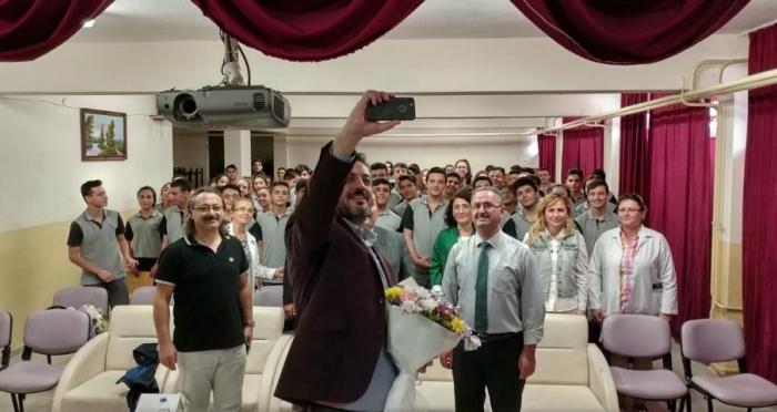 Ensar Vakfı Edremit Şubesi 'Etkili İletişim ve Başarıyı Artırma' Konferansları Düzenledi