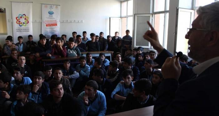 Genç Ensar Diyarbakır Şubesinden ''Peygamberimizin Ahlakı ve Aile Yapısı'' Konulu Seminer Programı