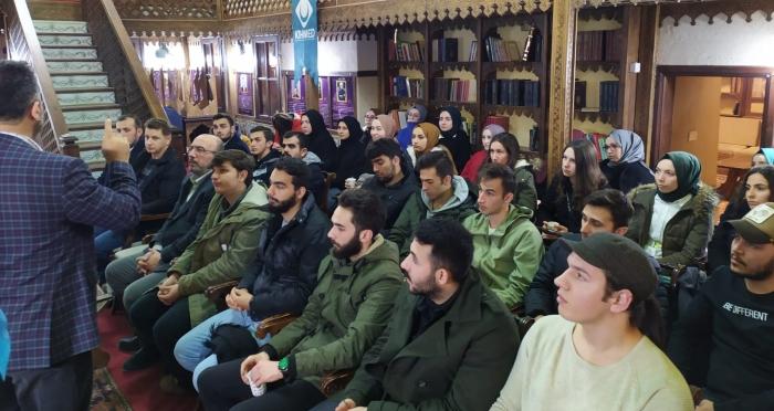 Ensar Vakfı Genel Müdürü Hüseyin Kader, Tekke Konuşmalarında Gençlerle Bir Araya Geldi