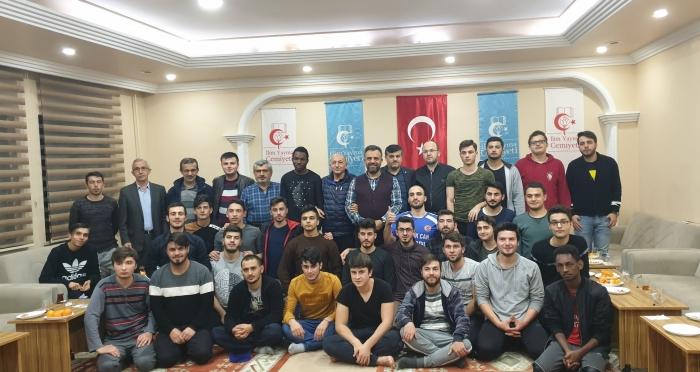 Ensar Vakfı Genel Müdürü Hüseyin Kader, İlim Yayma Cemiyeti ve Önder'in Yurtlarını Ziyaret Etti