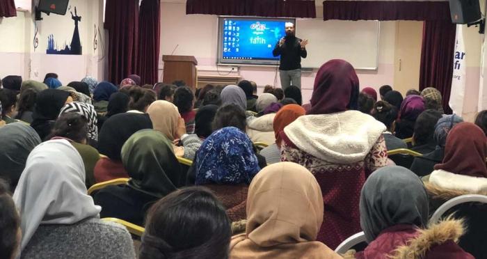 Cizre'de 'Teknoloji Bağımlılığından Nasıl Kurtulabiliriz ?' Semineri Düzenlendi
