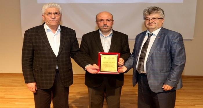 AİÇÜ'de 'Gençliğin Kişilik İnşası' Konulu Konferans Düzenlendi