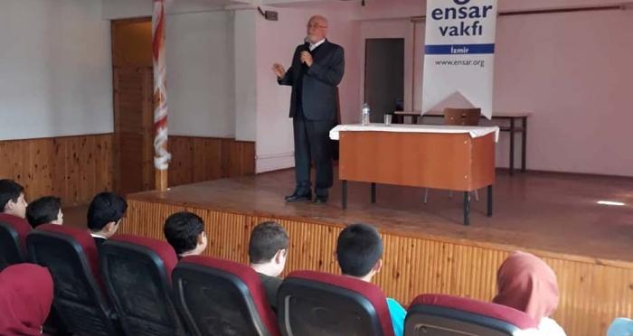 Ensar Vakfı İzmir Şubesi 'Güzel Ahlaklı Olmak' Konulu Seminer Düzenledi