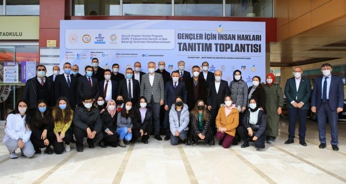 """Çekmeköy'de """"Gençler İçin İnsan Hakları"""" projesinin tanıtımı yapıldı"""
