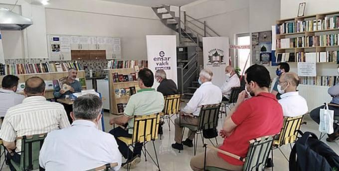 Ensar Vakfı Denizli Şubesi Çınar Kitap Kahve'de Cuma Sohbetleri Programı Başladı